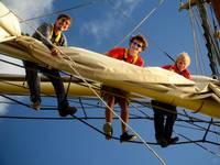 High School auf See: Schüler auf dem Mast