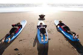Surfunterricht in Neuseeland