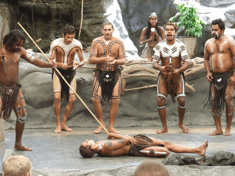 Traditionell gekleidete Aborigines in Australien