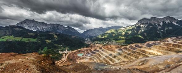 Terrassenausblick auf eine australische Minenlandschaft