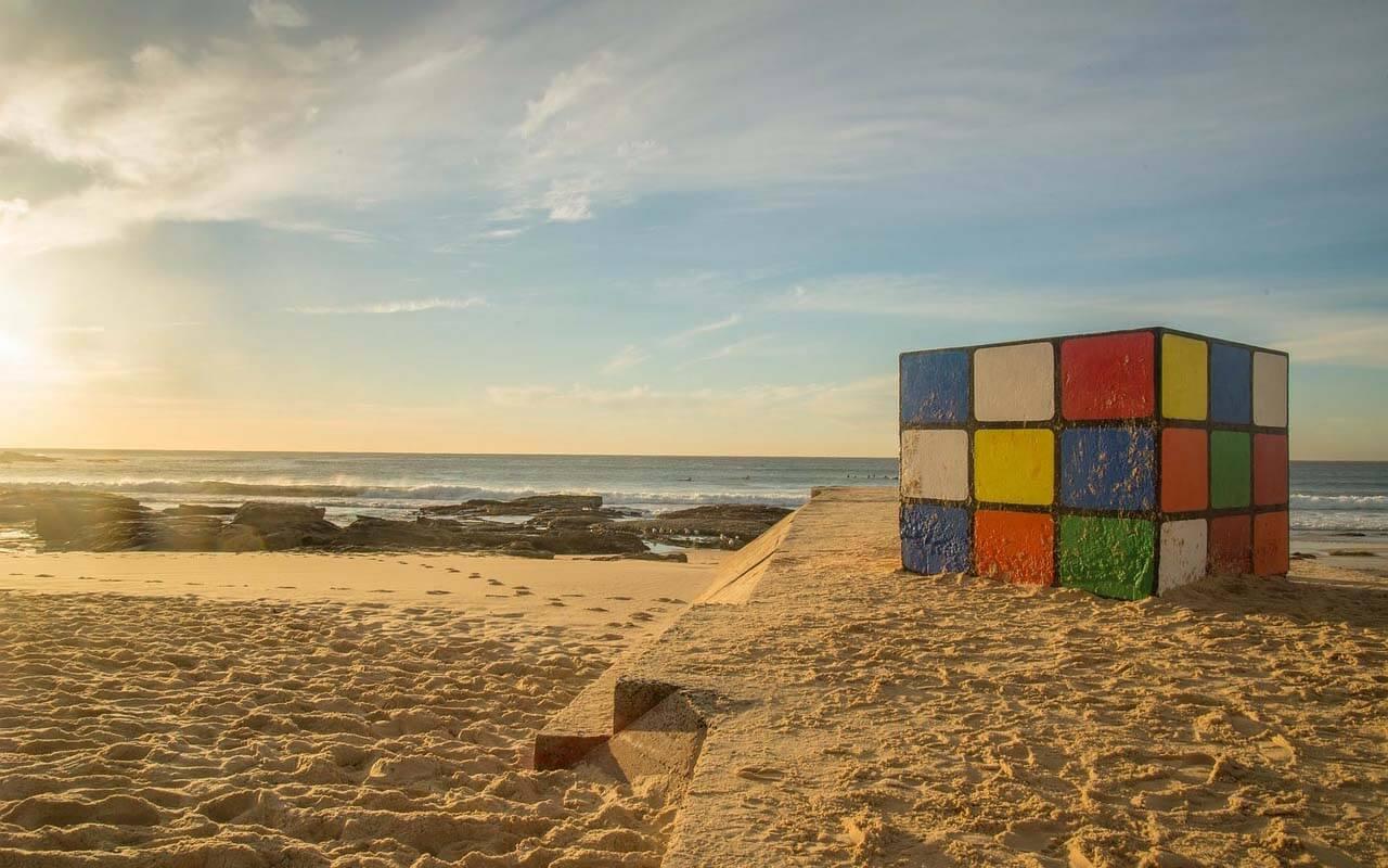 Rubiks Cube am Strand von Sydney