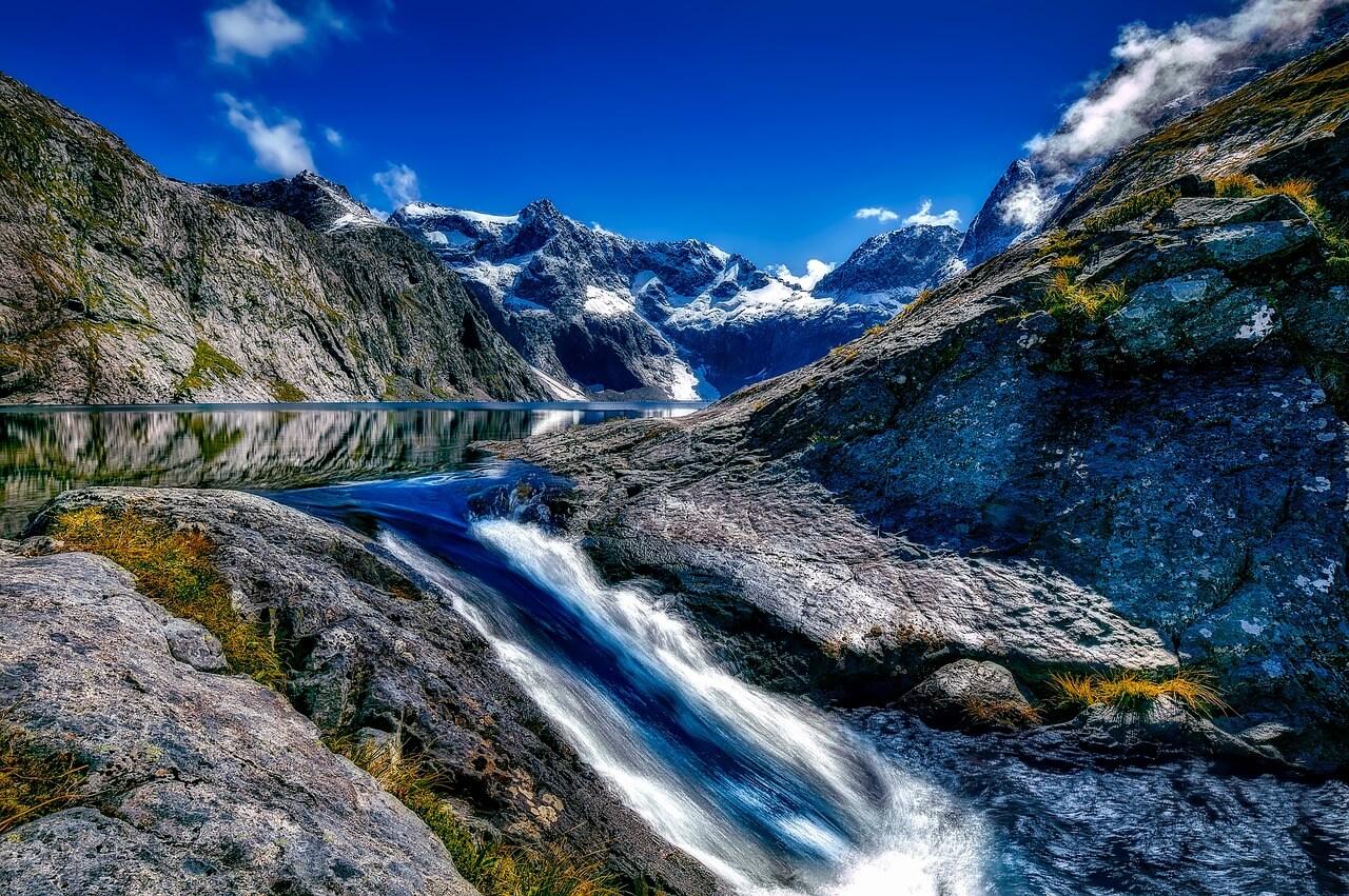Ein Wasserfall in Neuseeland