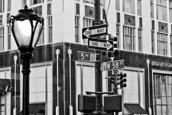 Straßenschild der 5th Avenue