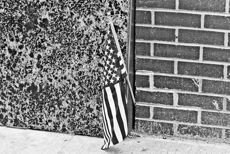 Amerikanische Fahne auf Halbmast