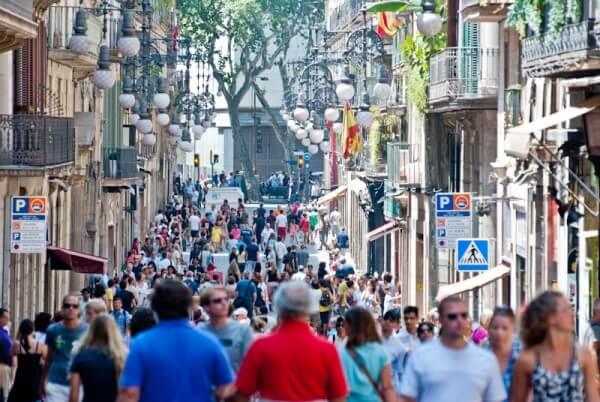 Straßengetümmel in Barcelona