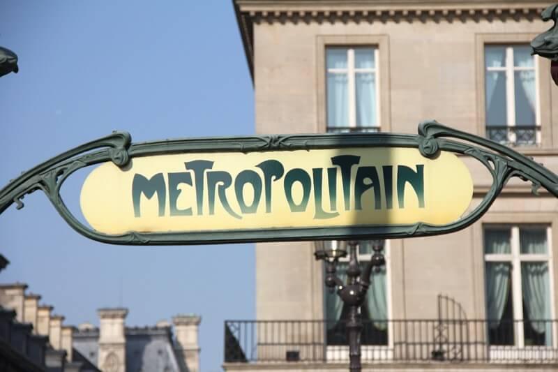 Die Metropole – U-Bahn-Eingang in Paris