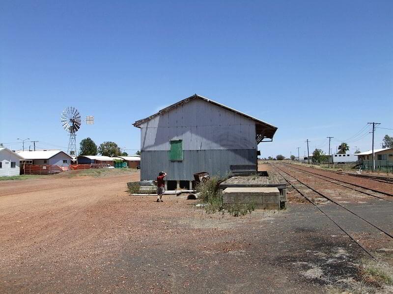 Verlassene Bahnstation im Outback