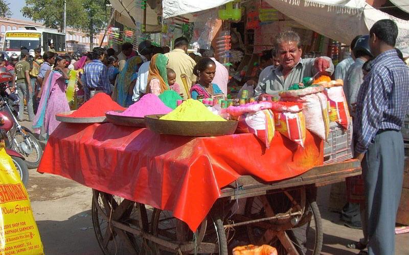 Cindy in Indien: Auf Farbflucht beim indischen Holi Fest