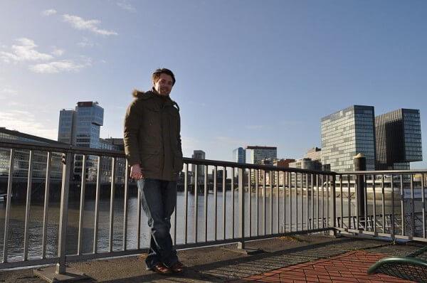 Markus Büssecker an der Flussreling
