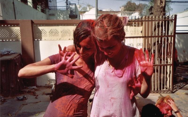 Cindy und ihre Freundin nach dem Holi
