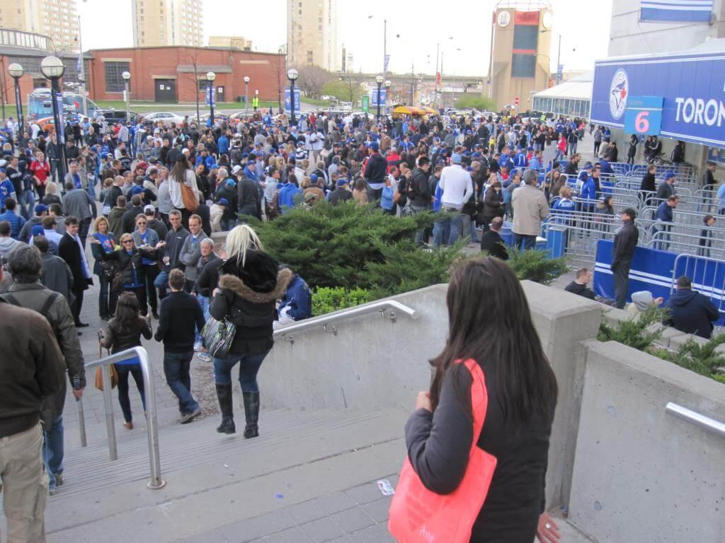 Blue Jays Fans vor dem Stadion