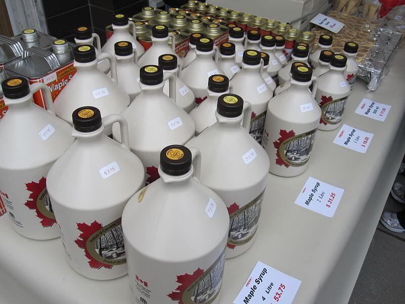 Ahornsirup in Flaschen
