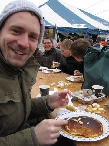 Markus beim Pfannkuchenessen