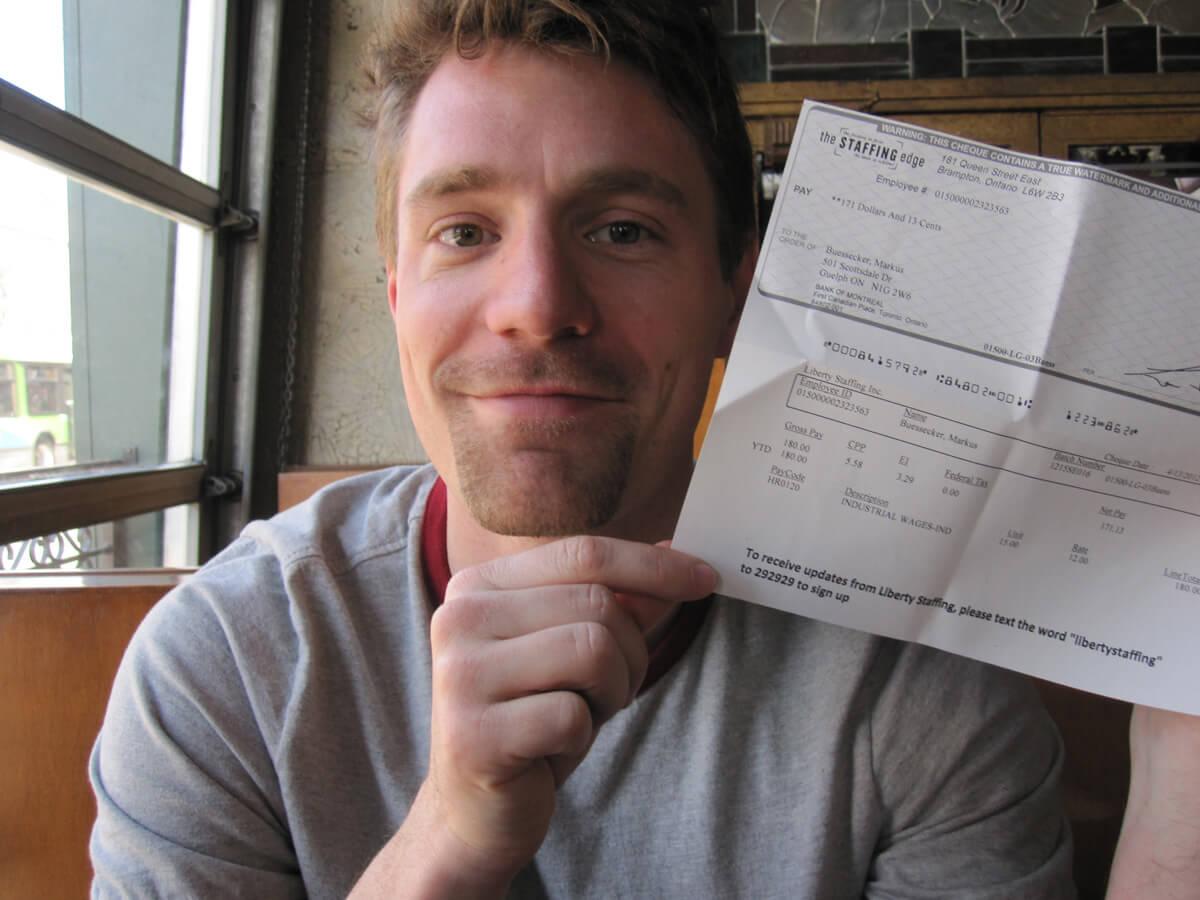 Markus mit seinem ersten Paycheck