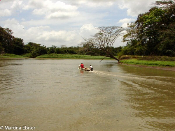 Boot auf einem Fluss in Costa Rica