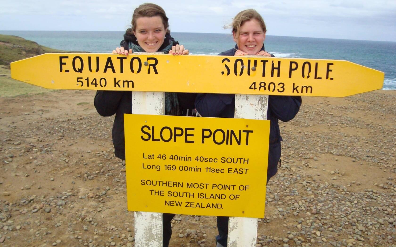 Jelena mit einer Freundin am Slope Point