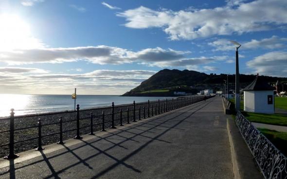 Straße entlang der irischen Küste