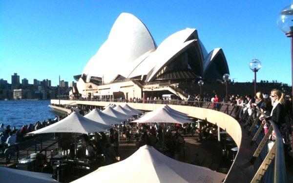 Gang zum Sydney Opera House