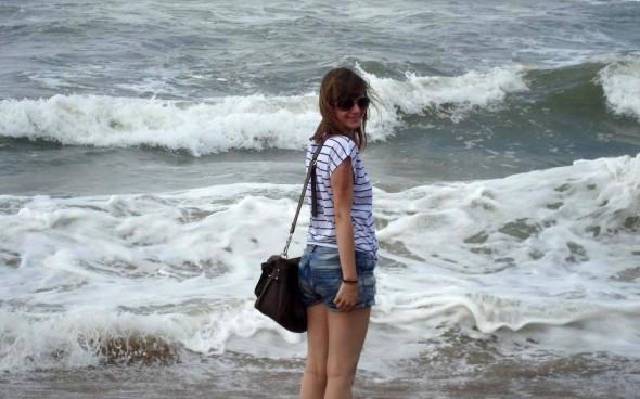 Jenny am Strand von Goa