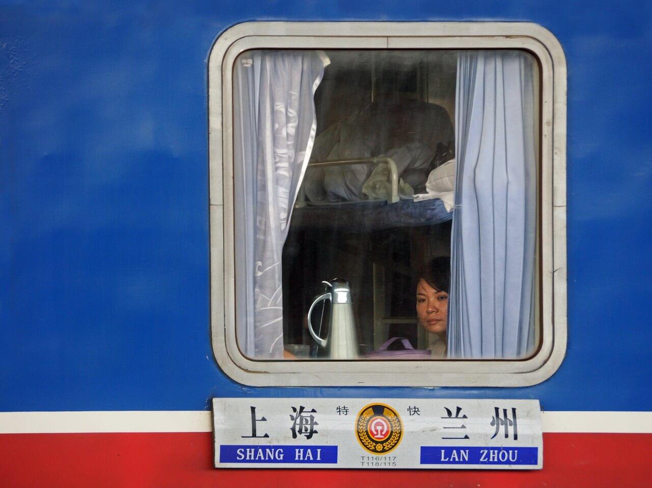 Zugfenster eines chinesischen Hard-Sleeper-Abteils