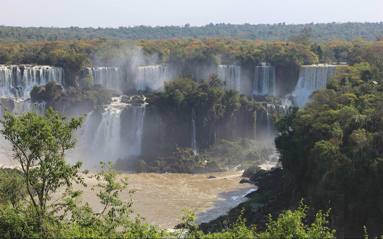 Blick auf die Iguazú-Wasserfälle