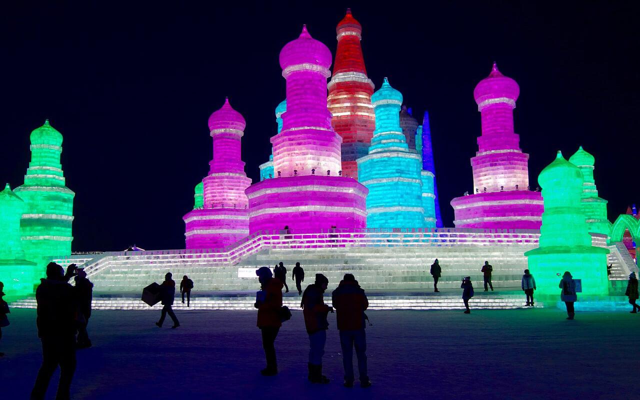Beleuchteter Eispalast in Harbin