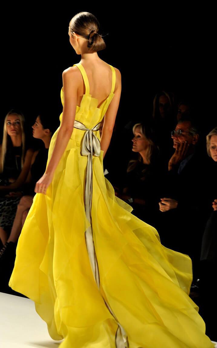 Model auf einem Fashion-Week-Laufsteg