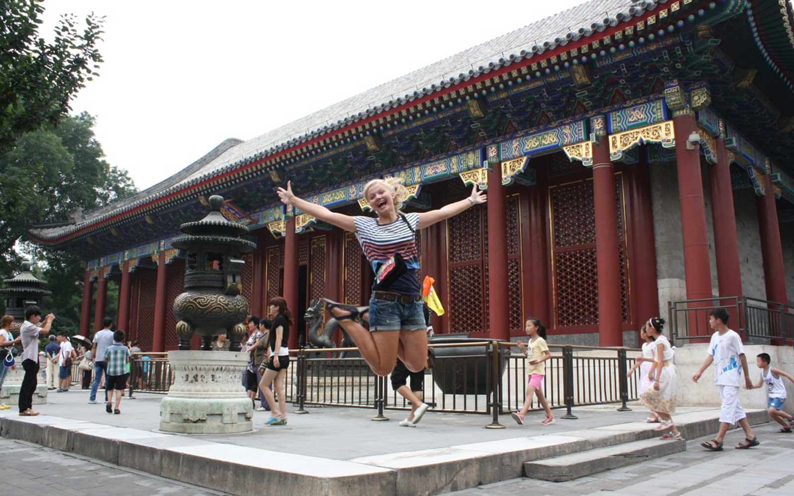 Hanna vor dem Sommerpalast bei Beijing