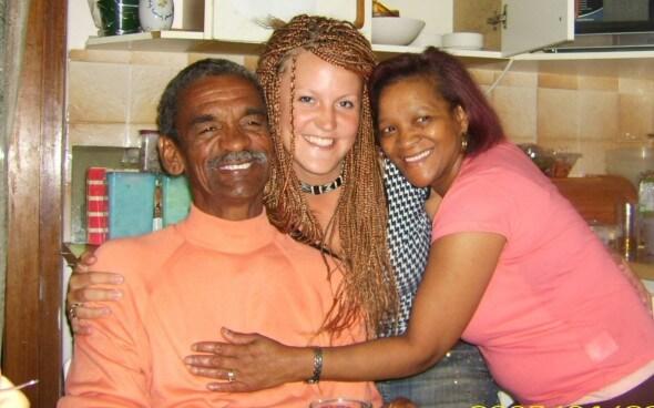 Interkulturelle Kommunikation: Gastfamilie mit ihrer Gasttochter