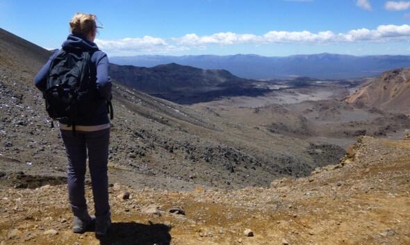 Kathrin Ferkau in der Hochlandschaft Neuseelands