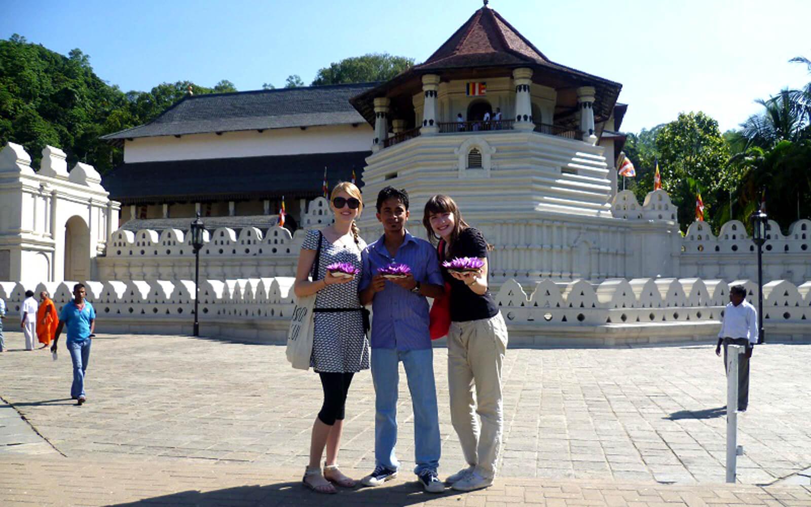 Interkulturelle Kommunikation: Gastschwestern mit ihrem Gastbruder