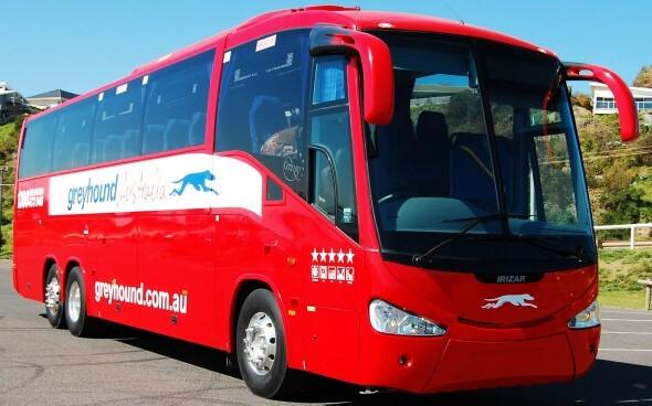 Greyhound Australia: ein roter Reisebus