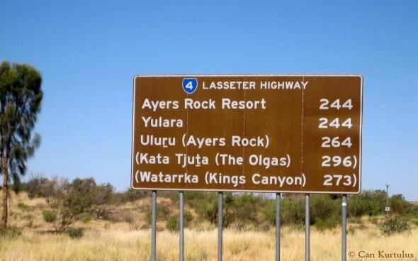 Straßenschild zum Ayers Rock
