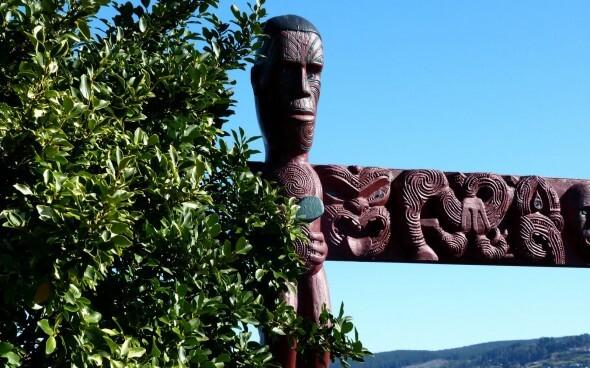 Neuseeland: Maori Statue