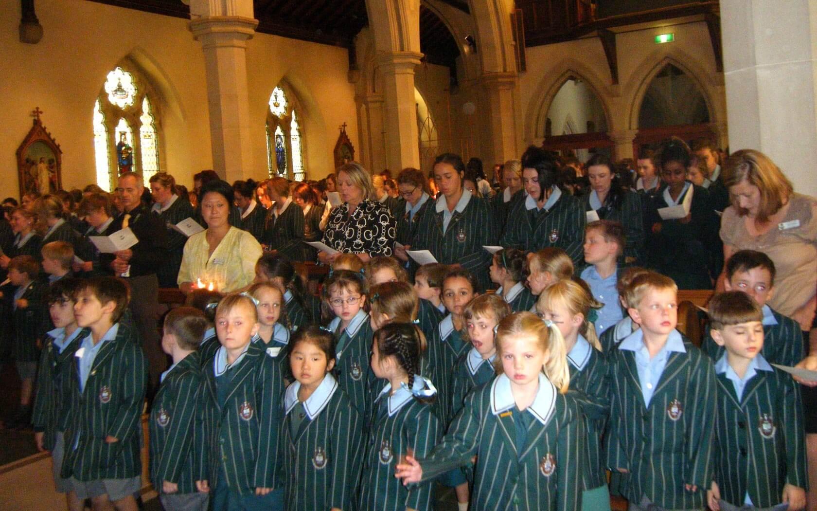 Schüler bei einer Messe am St Mary's College