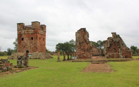 Sehenswürdigkeiten in Paraguay: Trinidad y Jesús in Encarnación