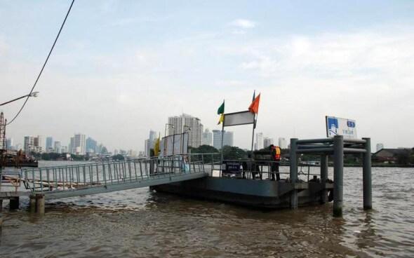 Auch das Wassertaxi ist in Bangkok beliebt