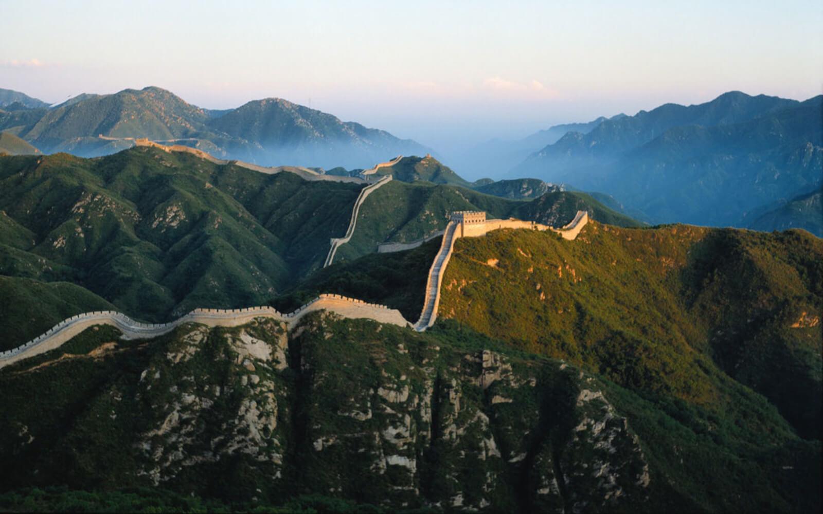 Die chinesische Mauer im Sonnenlicht