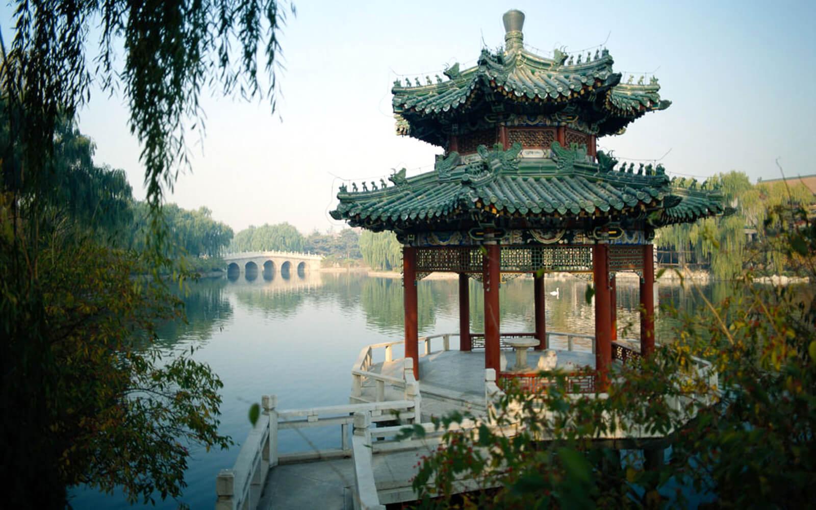 Fernöstliche Architektur im Sommerpalast bei Peking