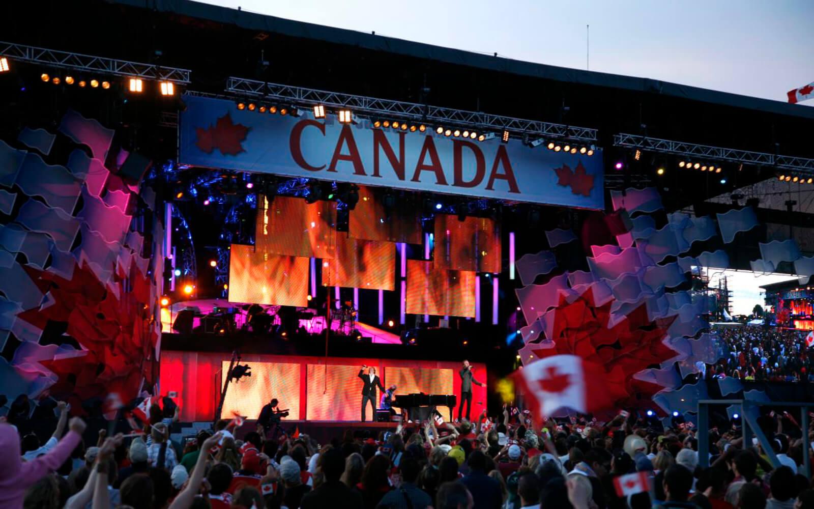 Bühne mit Konzerten zum Canada Day