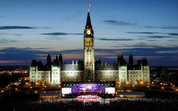 Canada Day: Parliament Hill bei Nacht