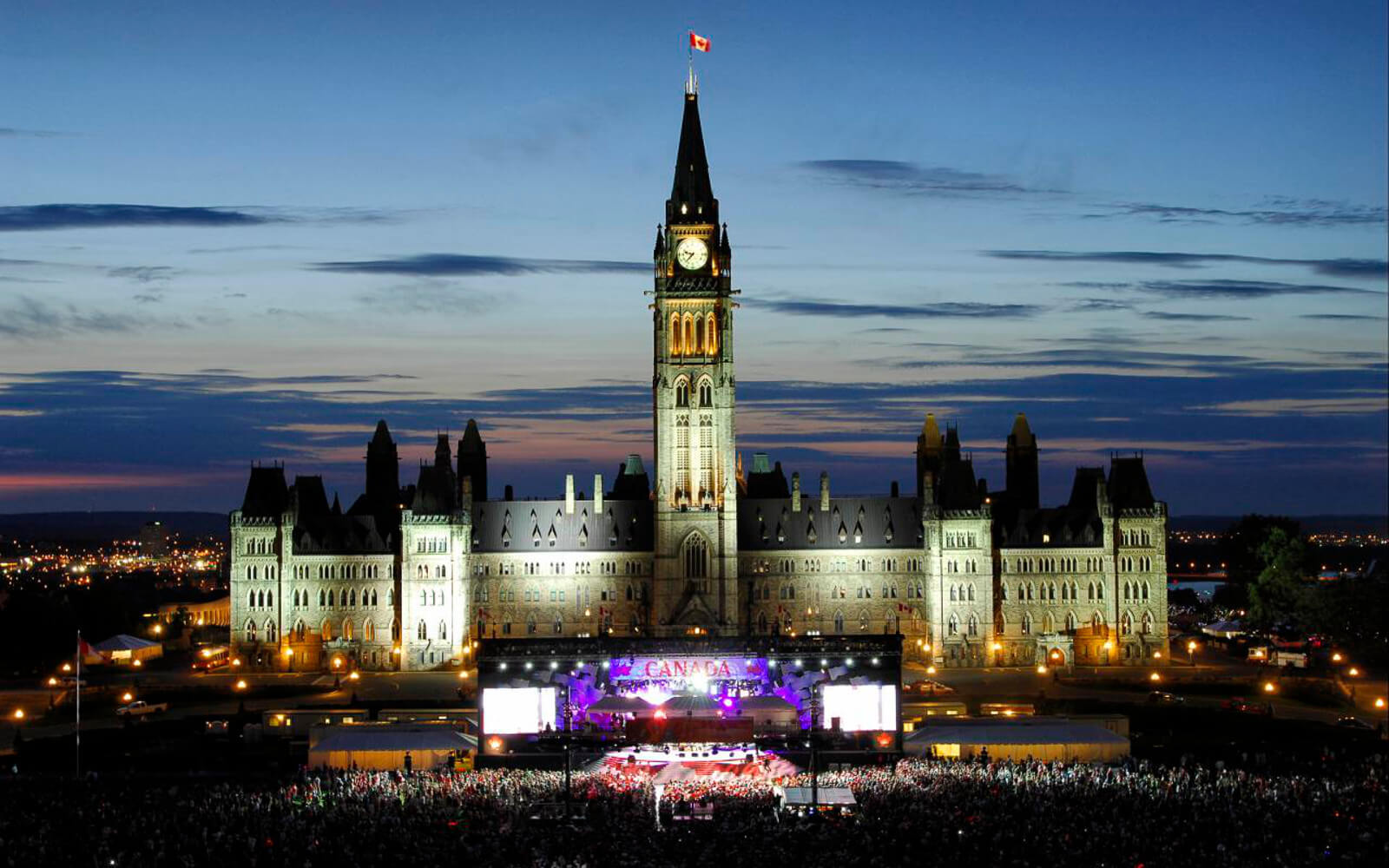 Canada Day: Parliament Hill bei Nacht