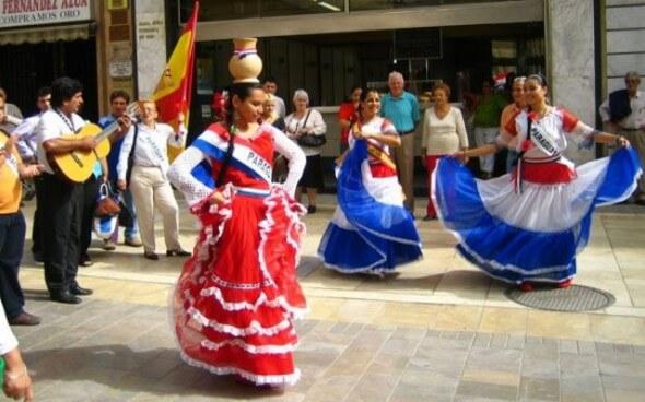 Freiwilligenarbeit: Traditioneller Tanz der Paraguayer von embajada-argentina.org.py