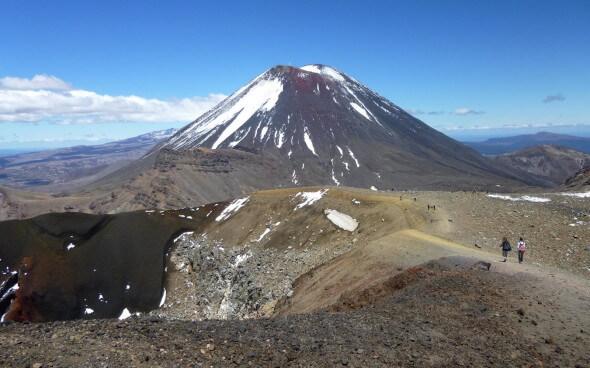 Schneebedeckte Bergspitzen Neuseelands