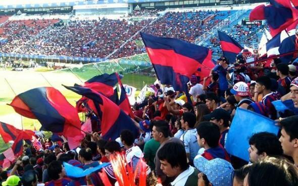 """Freiwilligenarbeit: Fussballspiel in Paraguay """"Olimpia vs Cerro"""""""