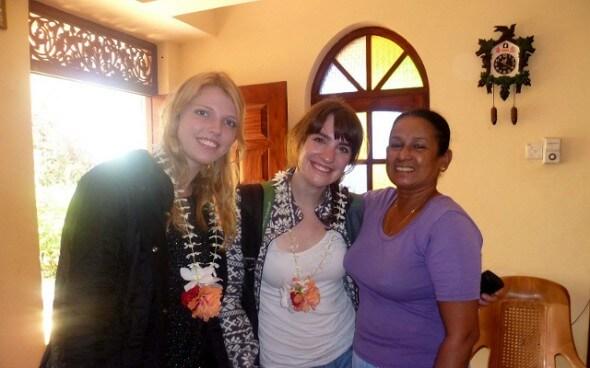 Singhalesische Gastmutter mit ihren Gastkindern