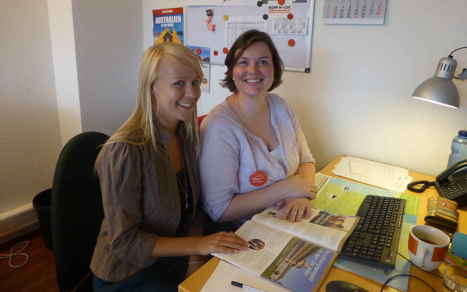Ausbildung im Tourismus: Sophie und Svenni bei der Arbeit