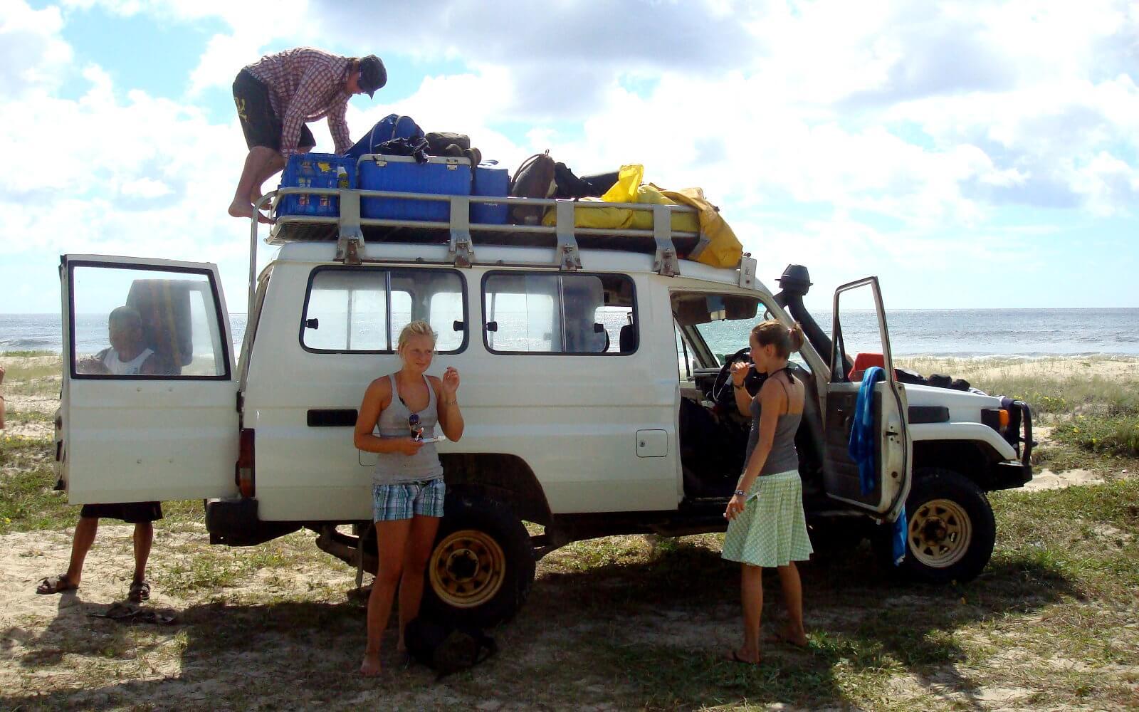 Campertruppe mit dem Wohnmobil unterwegs