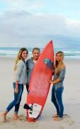 Erfahungsbericht High School Australien_Laura beim Surfen im Surfers Paradise