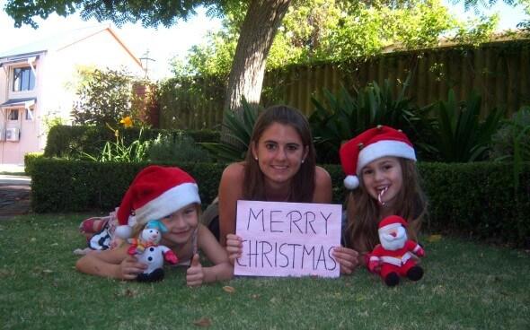 Steppie mit ihren zwei Gastschwestern und einem Weihnachtsgruß